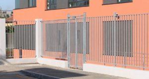 Kovový plot jako efektivní ochrana vašeho pozemku