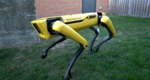 Robot Boston Dynamics co musí projít dveřmi